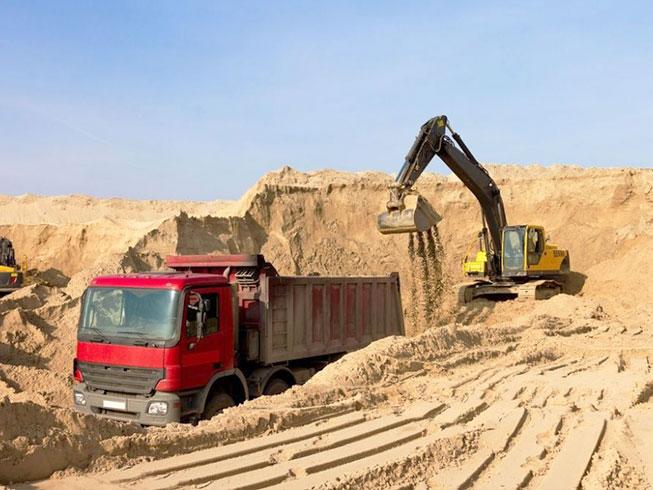 загрузка речного песка на карьере
